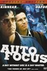 Auto Focus - Muži uprostřed svého kruhu (2002)