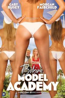 Tráva, plavky, modeling  - Bikini Model Academy