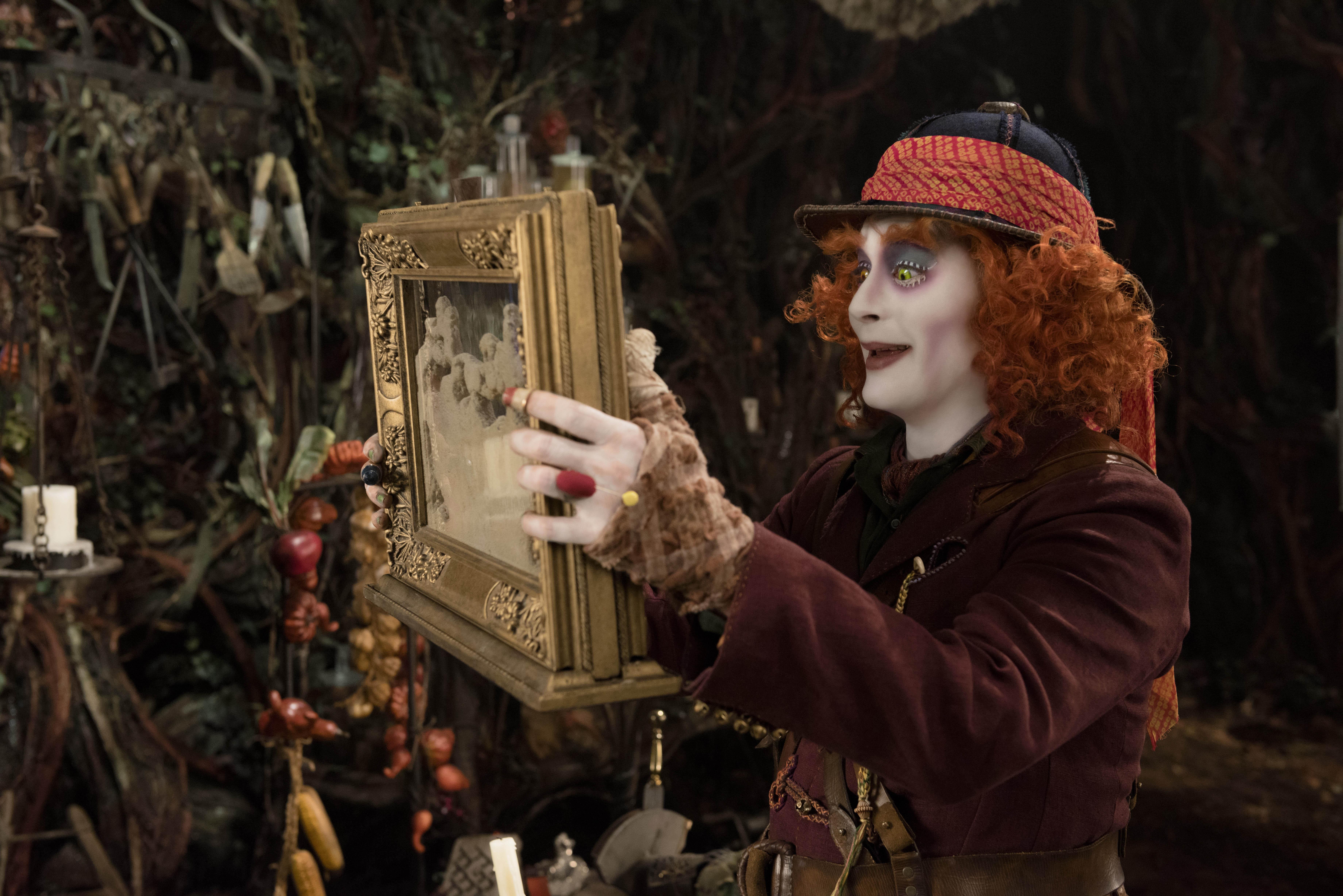Alenka v říši divů: Za zrcadlem