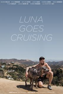 Luna Goes Cruising