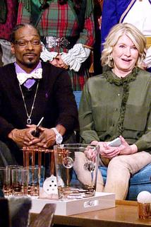 Martha & Snoop's Potluck Dinner Party - Deck the Balls  - Deck the Balls