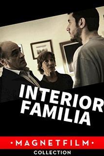 Interior. Família.