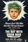 Chlapec se zelenými vlasy