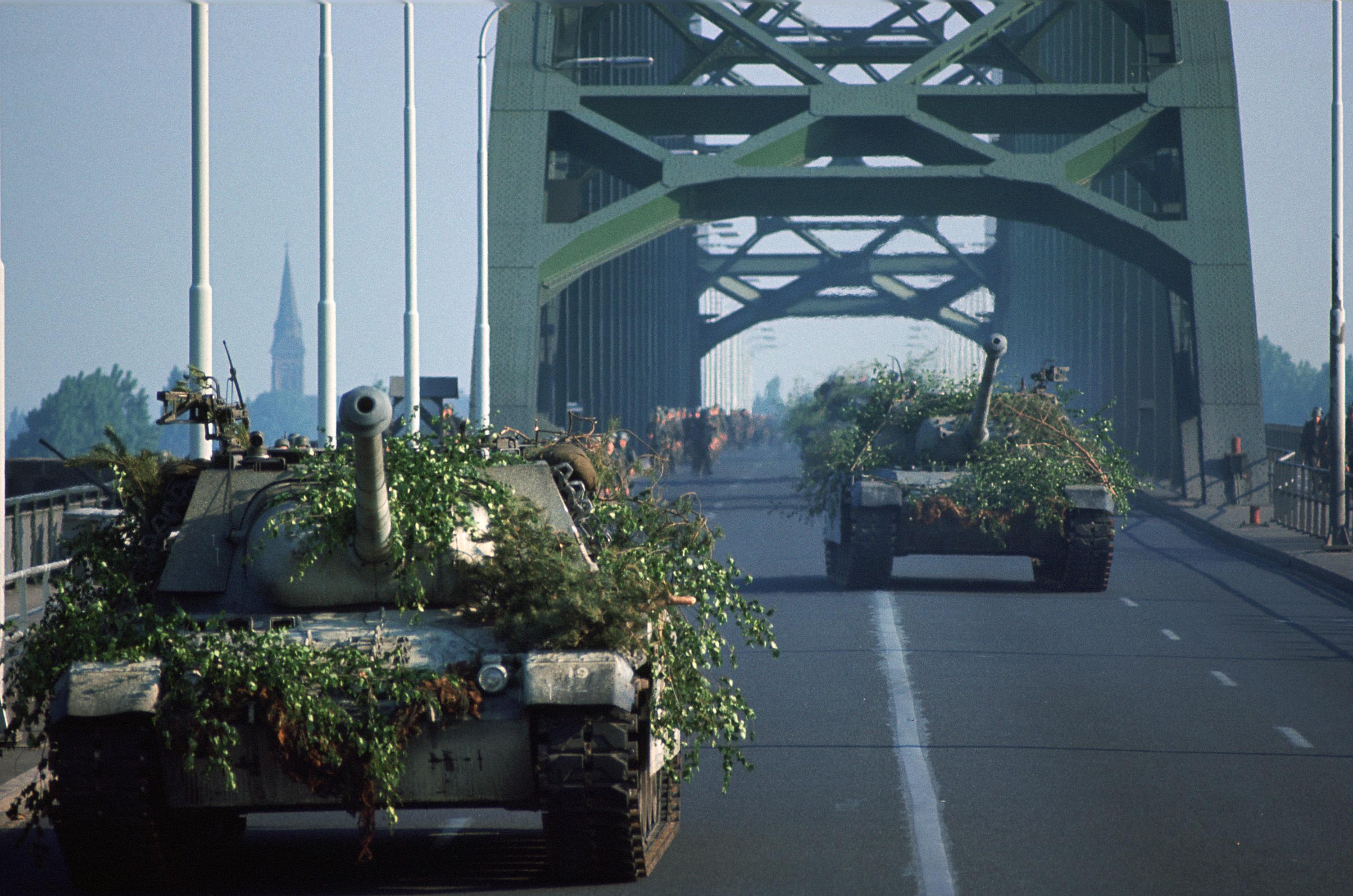 Příliš vzdálený most