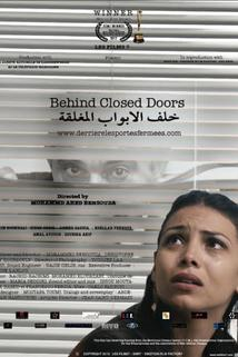 Derrière les portes fermées